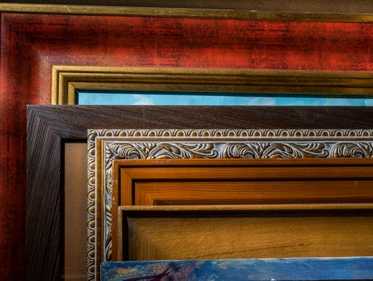 The artworks are decorated in a frame is a lot in the workshop.