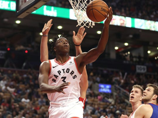 Raptors forward OG Anunoby (3) goes up and scores a
