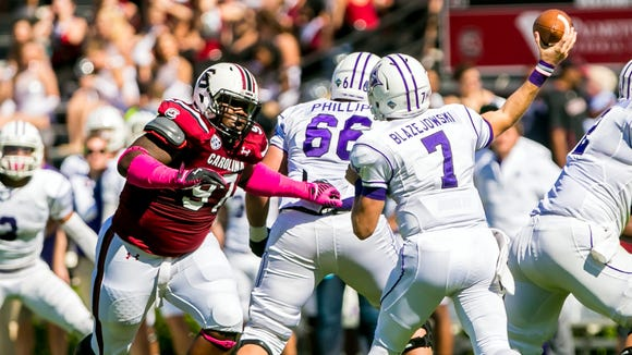 South Carolina Gamecocks defensive tackle J.T. Surratt has a hamstring injury and is unlikely to play against Auburn this weekend.