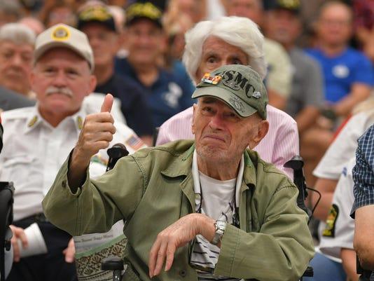 Governor Scott awards veterans servive medals