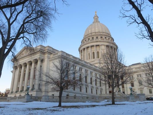 SPJBrd_12-11-2016_Central_1_A005--2016-12-10-IMG_Wisconsin_State_Capi_5_1_O7