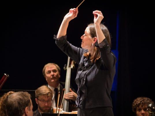 Christine-Howlett-conducting-1.jpg