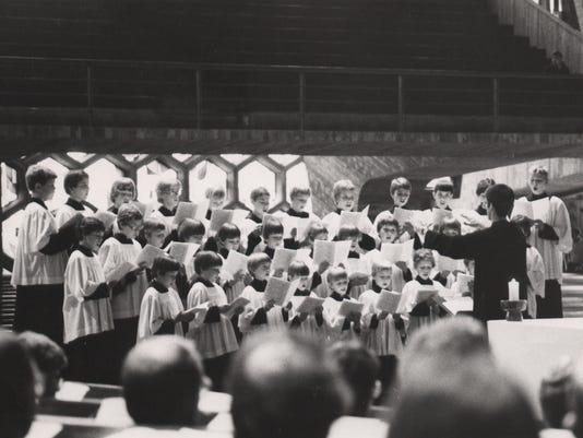 635999541684915952-1981-choir.jpg