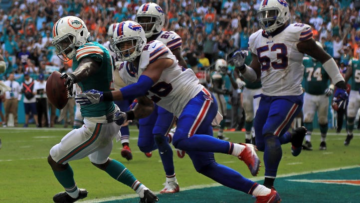 Jarvis Landry scores on a two-point conversion pass