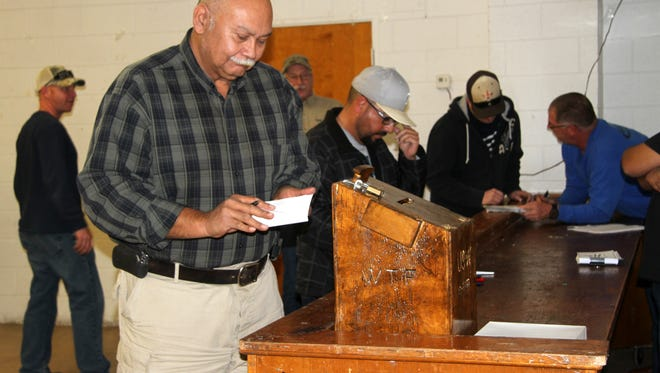 A member of the United Steelworkers union cast his vote to accept the new contract offered by Nuclear Waste Partnership on Monday evening.