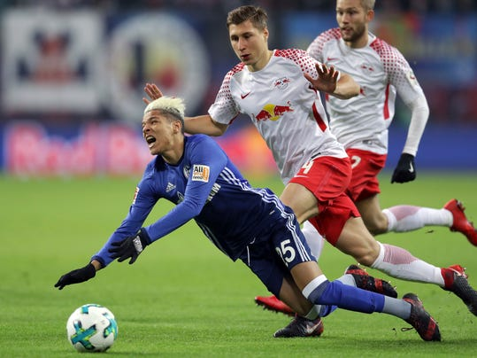 Schalke's Amine Harit, left, and Leipzig's Willi Orban, center, challenge for the ball during the German Bundesliga soccer match between RB Leipzig and FC Schalke 04 in Leipzig, Germany, Saturday, Jan. 13, 2018. (AP Photo/Michael Sohn)