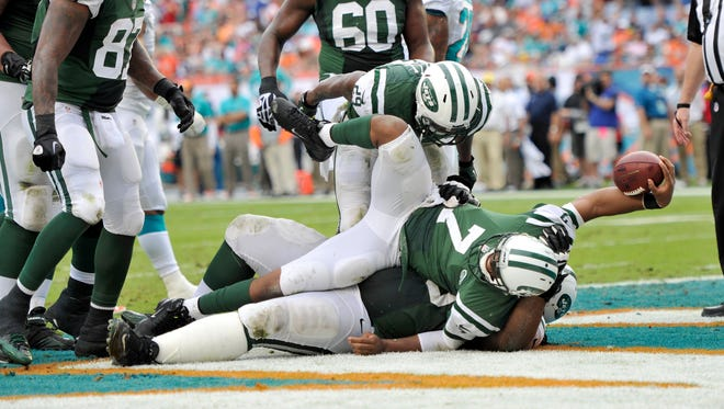 Jets QB Geno Smith (7) ended his checkered rookie season with a strong showing in Sunday's win at Miami.