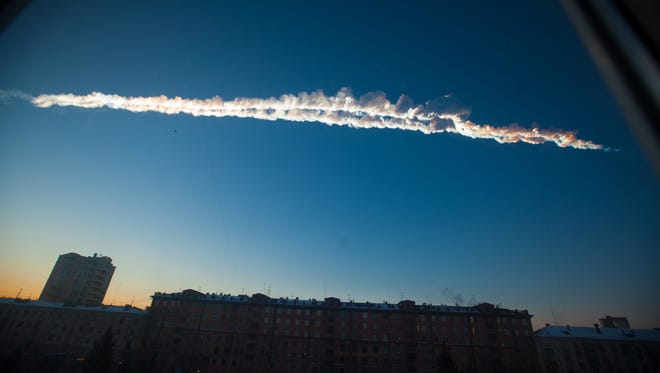 A meteorite leaves a contrail over Chelyabinsk Feb. 15, 2013.