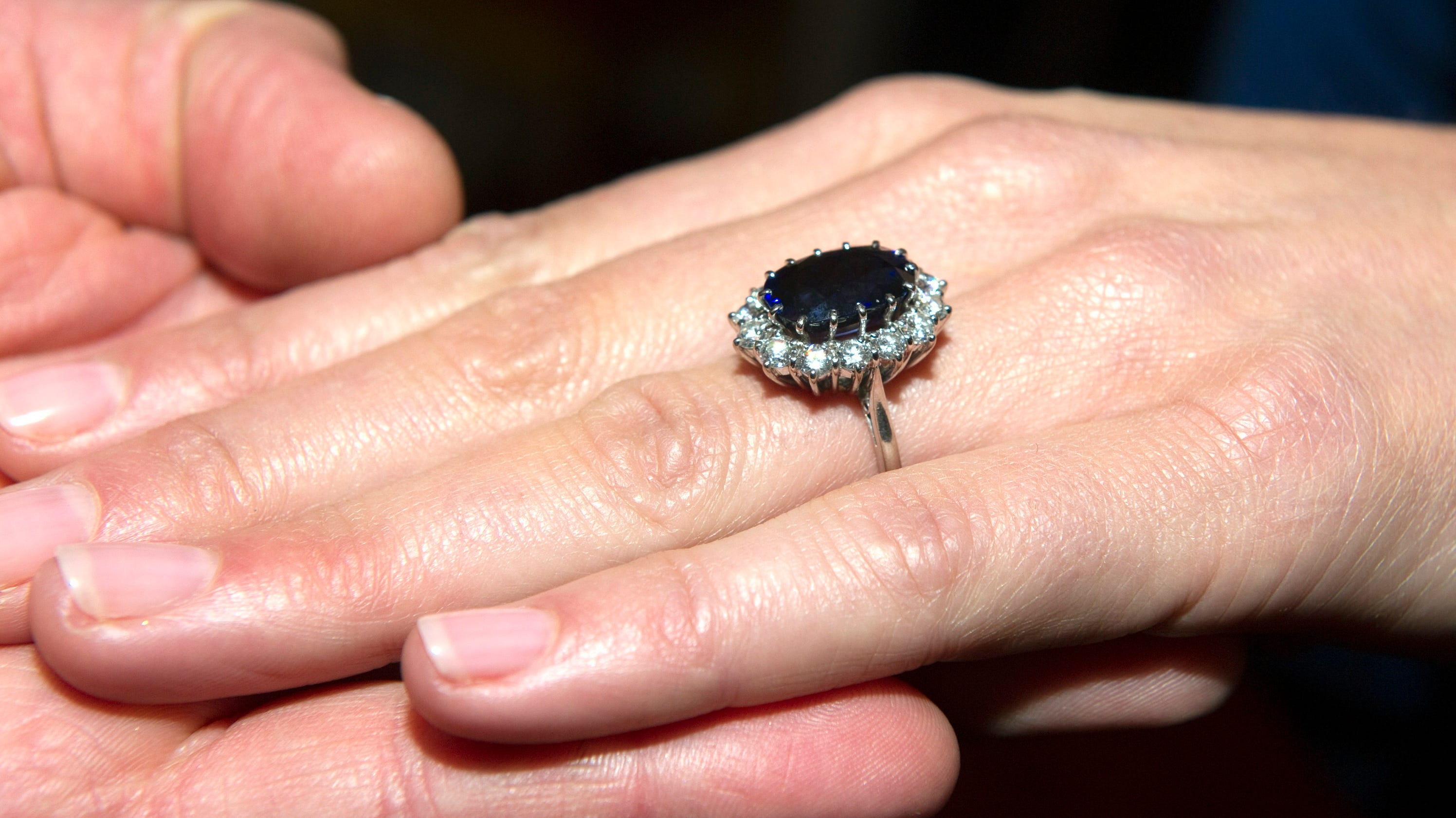 princess dianas ring now kates worth nearly 500k