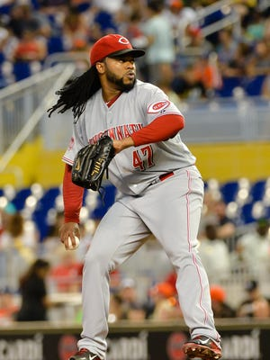 Cincinnati Reds starting pitcher Johnny Cueto (47) delivers a pitch during the first inning.