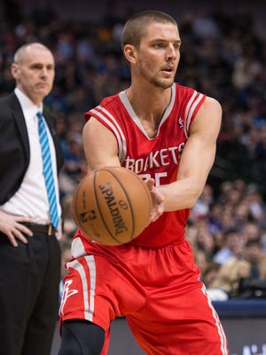The Mavericks, including coach Rick Carlisle, left, want to land Rockets restricted free agent Chandler Parsons.