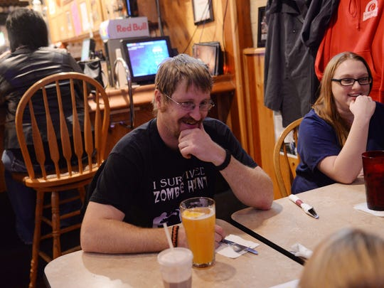 Mike Wilson, left, listens to his daughter, Kylah, 8, while eating with Kylah's mother, April Anderson, at the Eaton Pub & Grille in downtown Charlotte on Thursday, Oct. 13, 2016. Wilson said he's tired of both Democrats and Republicans, and it's time for a third-party candidate to be made president.