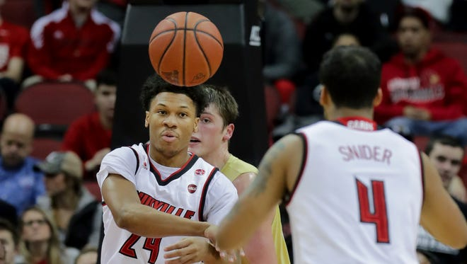 Louisville's Dwayne Sutton passes back out to Quentin Snider.