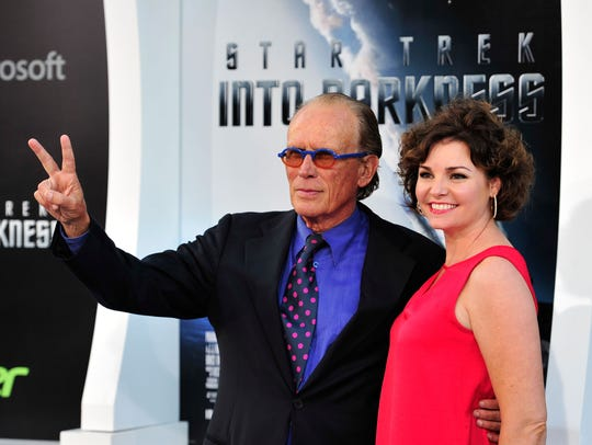 Peter Weller (left, with Sheri Stowe)