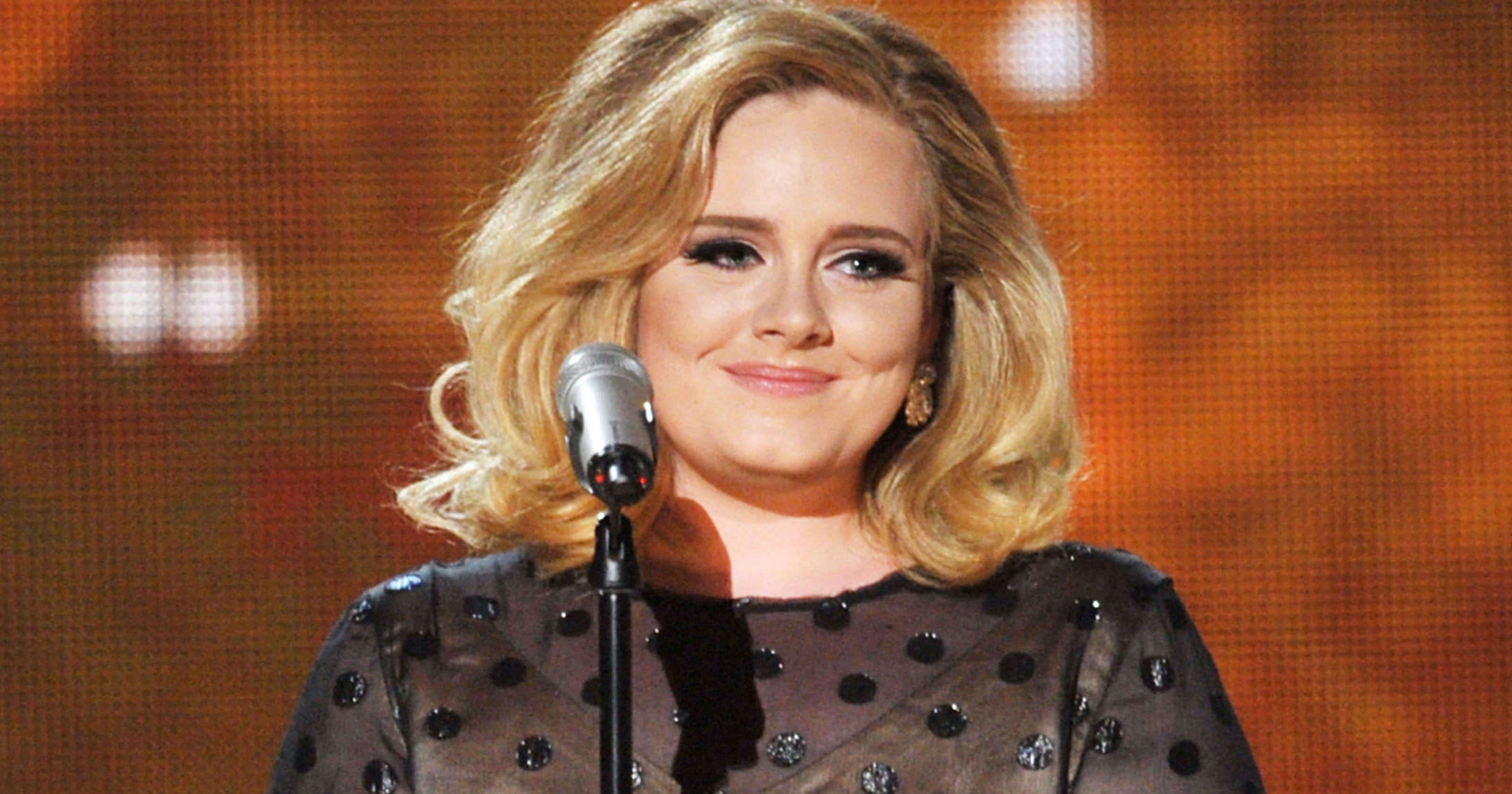 Adele's 'Hello' Sells 1.1M Downloads Its First Week