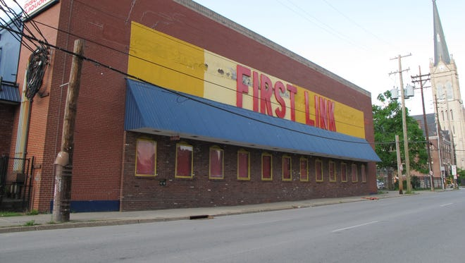 The old First Link grocery closed and will be auctioned off.