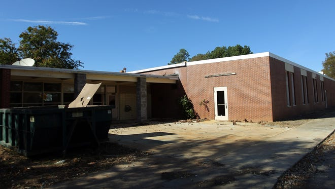 The South Carolina Department of Health and Environmental Control has ordered the city of Seneca to clean up asbestos found at the former J.N. Kellett Elementary School building.