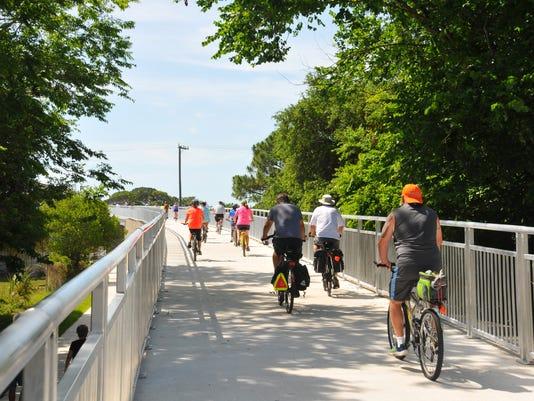 Bike pedestrian bridge opens