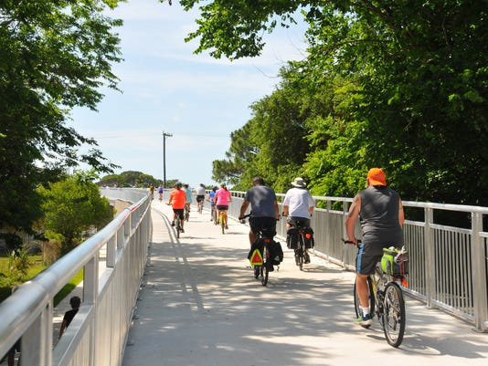 Bike pedestrian bridge opens