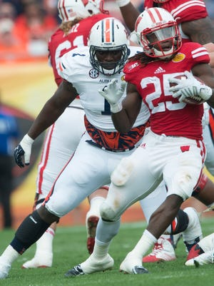 Wisconsin running back Melvin Gordon (25) cuts back as Auburn defensive lineman Montravius Adams chases him during the Outback Bowl between Auburn and Wisconsin at Raymond James Stadium in Tampa, Fla., on Thursday, Jan. 1, 2015.