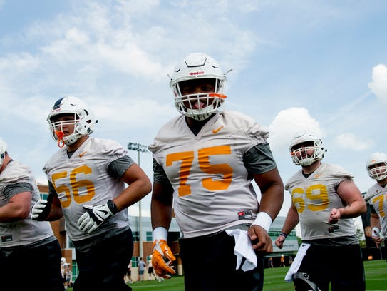 Jashon Robertson (75) and the rest of the Vols' offensive