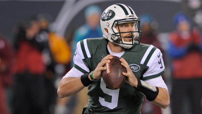 Jets QB Bryce Petty will wear a kevlar pad over his bruised chest in Saturday's game against the Patriots. (AP Photo/Bill Kostroun)
