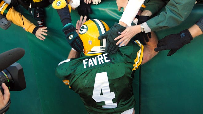 Brett Favre will be inducted into the Green Bay Packers Hall of Fame and will have his No. 4 retired on July 18.