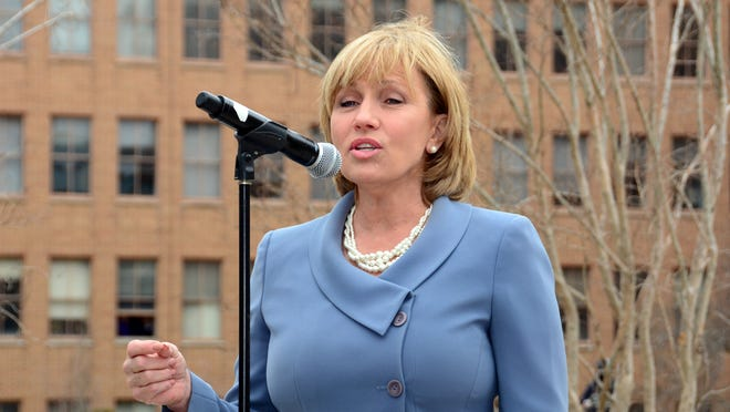 Lt. Governor Kim Guadagno joined Congressman Leonard Lance (NJ-07) at Bell Labs in Murray Hill for the dedication of its Nobel Laureate Garden.
