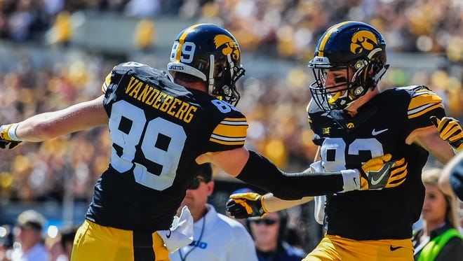Iowa Hawkeyes wide receiver Matt VandeBerg (89) is out indefinitely after suffering a foot injury in practice on Monday.