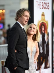 Dax Shepard poses with his wife, Kristen Bell at the