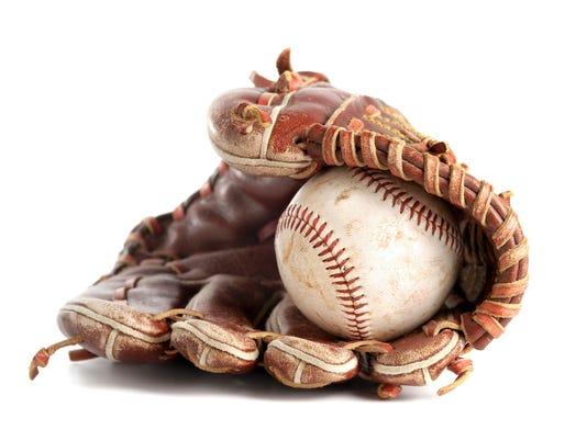 636613136690131271-baseballandglove.jpg