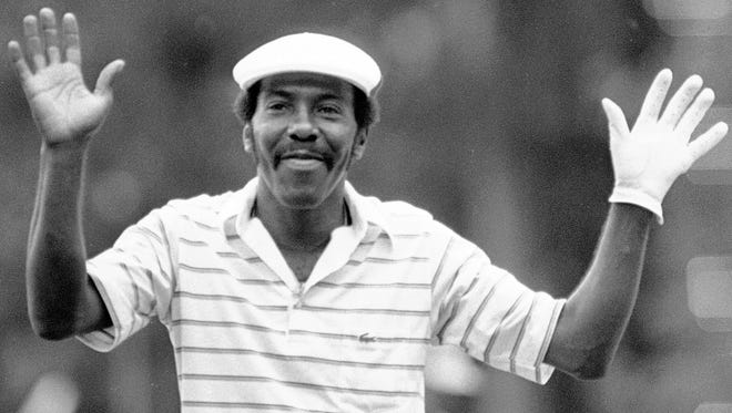 Calvin Peete holds his arms up in thanks to the gallery as they give him a standing ovation at the Georgia Pacific-Atlanta Classic on May 22, 1983.