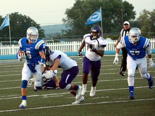 Carlsbad's Jaykan Willis bolts down the right side