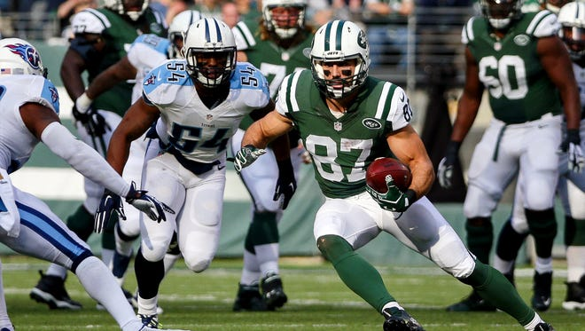 Jets wide receiver Eric Decker (87) makes a cut against the Titans defense during a game in 2015.