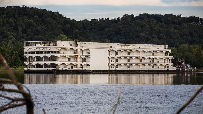 The 450-foot Caesars' Glory of Rome riverboat casino set sail down the Ohio River Tuesday morning, charting a course to it's new location. Tuesday, Aug. 11, 2020 Jeff Faughender/Courier Journal