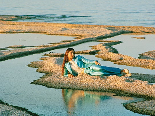 """Weyes Blood's """"Front Row Seat To Earth"""""""