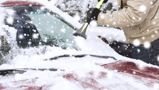 Forecasters expect a weekend storm to dump up to 6 inches of snow on the Lansing region.