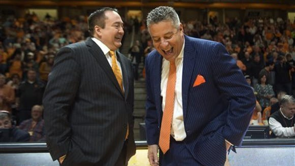 Auburn coach Bruce Pearl shares a laugh with Tennessee