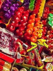 Champys, mazapanes, Carlos V, duvalines y todos los dulces mexicanos, los encuentra en La Carreta de Lily.