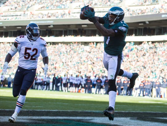 Eagles' Alshon Jeffery makes a reception to score just