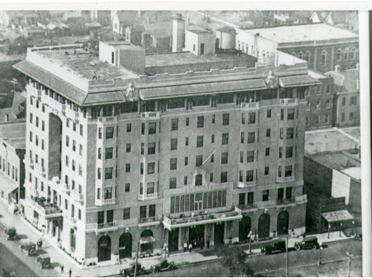 Old building of San Carlos Hotel on Palafox Street. Aerial view of the hotel. Date unknown.