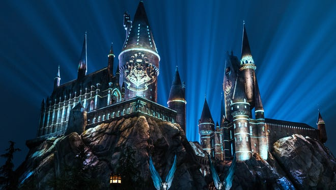 For the first time ever at Universal Orlando Resort, guests will be able to celebrate their Hogwarts house pride during an all-new, breathtaking experience – The Nighttime Lights at Hogwarts Castle – debuting on Wed., Jan. 31 and running select nights throughout 2018. As night falls in The Wizarding World of Harry Potter – Hogsmeade at Universal's Islands of Adventure, state-of-the-art projection mapping, coupled with special effects and lighting, will wrap Hogwarts castle in a dazzling display celebrating the four houses of Hogwarts – Gryffindor, Ravenclaw, Hufflepuff and Slytherin.