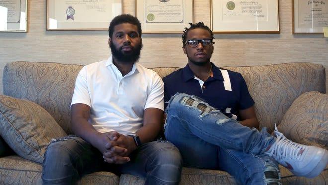 Rashon Nelson, izq., y Donte Robinson, der., ambos de 23 años, son entrevistados.
