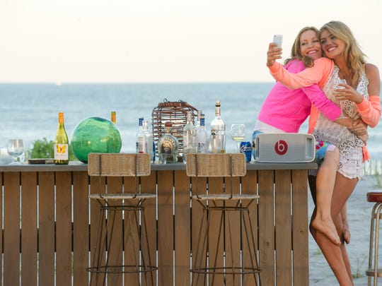 """Leslie Mann (left) and Kate Upton in """"The Other Woman."""""""