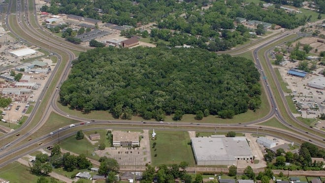 A bird's-eye view of the South Traffic Circle in 2002.