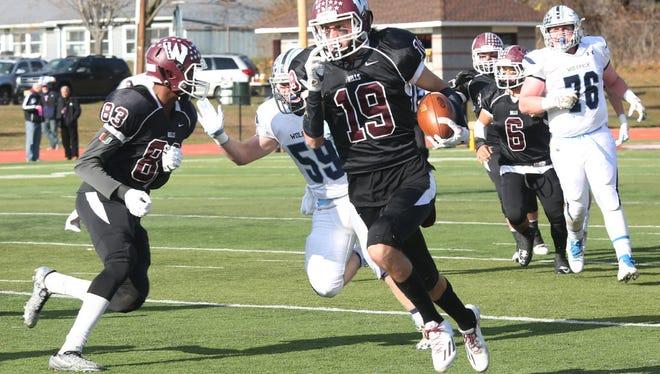 Tyler Hayek rushing for touchdown in first quarter against West Morris.