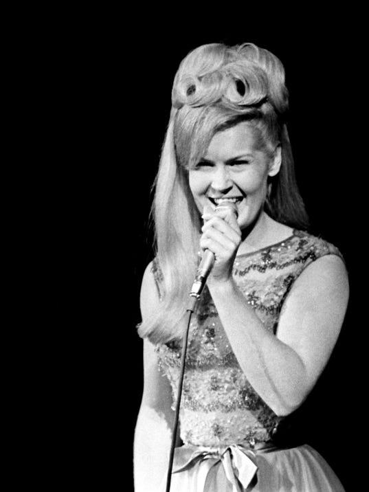 39 rose garden 39 singer lynn anderson dies at 67 for Lynn anderson rose garden lyrics
