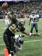 Reggie Bush (25) scores a touchdown against the Philadelphia Eagles at the Superdome during the NFC playoffs on Jan. 13, 2007.