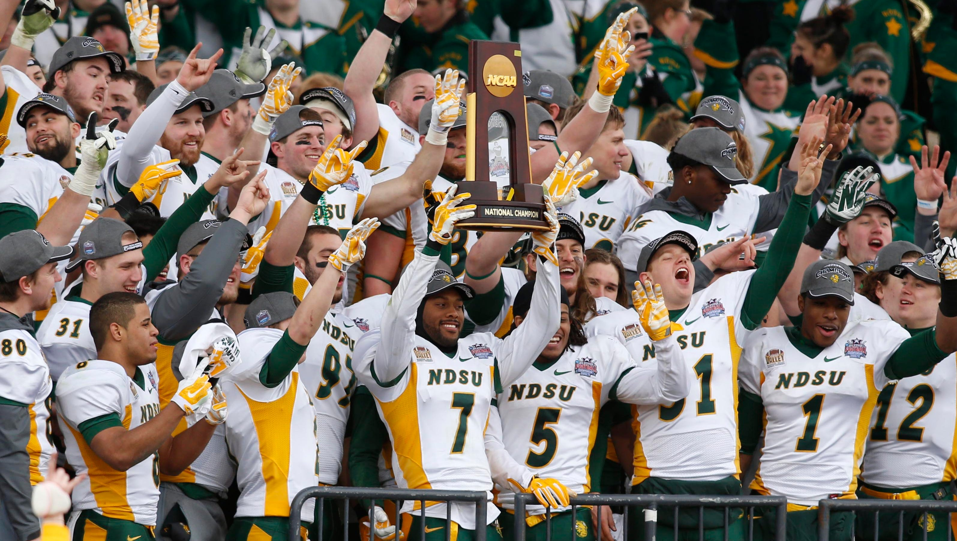 ncaa division 1 football scores college championship game