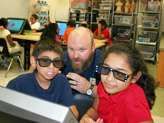Fourth grade students Alan Guzman, Yanette Navarro